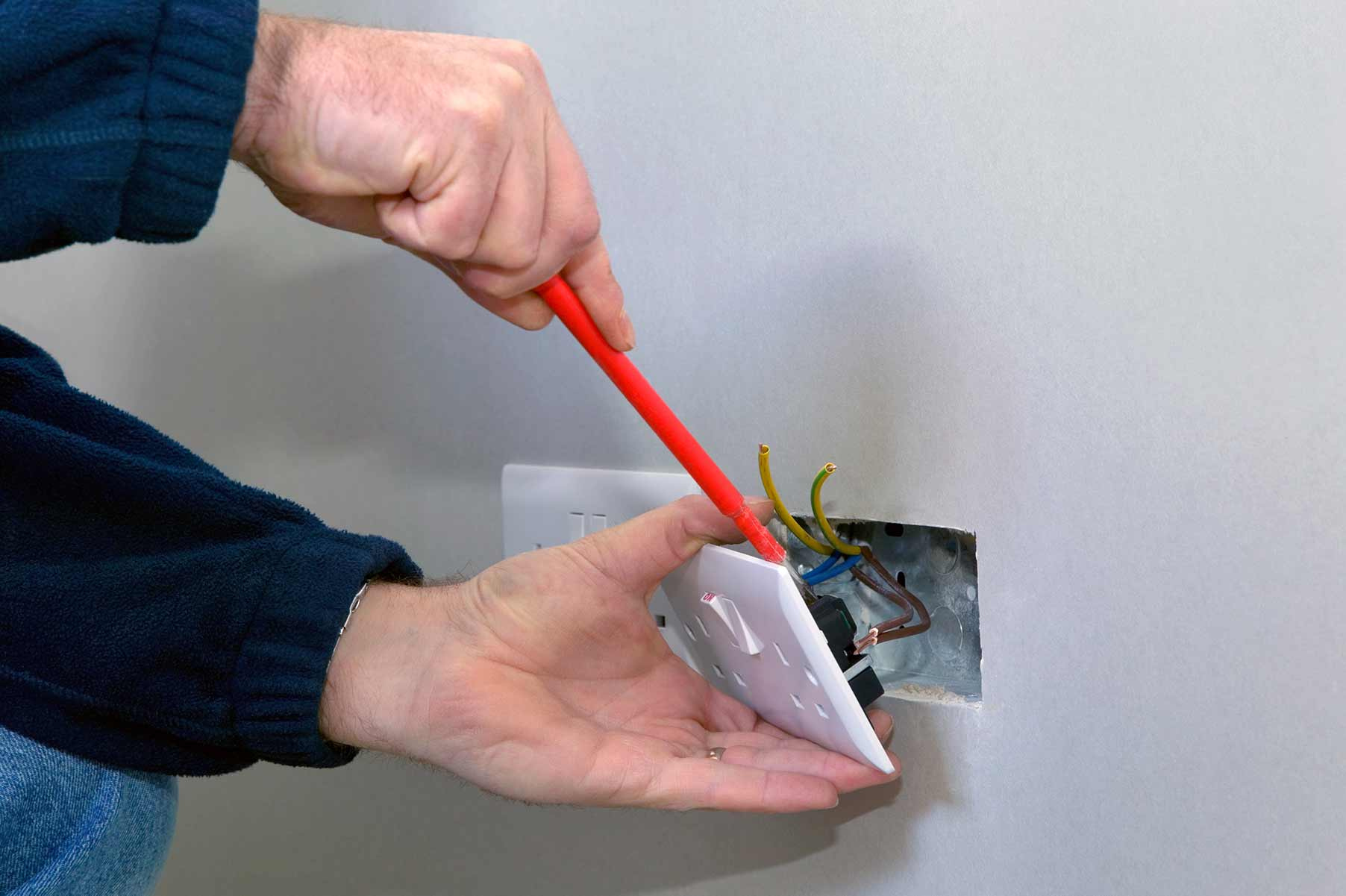 Our electricians can install plug sockets for domestic and commercial proeprties in Harold Wood and the local area.